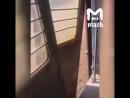 Оторвавшаяся дверь электрички чуть не убила стоящих на платформе людей Трое пострадали