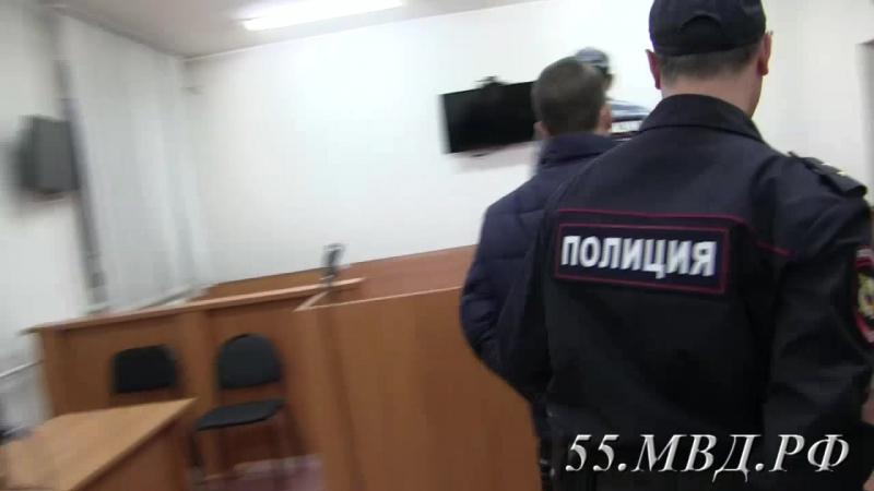 Под стражу заключен мужчина, обвиняемый в грабеже и серии краж