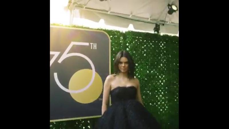 Видео с «YouTube» издания «Vogue» с кинопремии «Золотой Глобус», Беверли-Хиллз (07 января 2018)