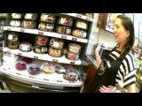 Ищем розовый майонез на селёдку под шубой новогоднее блюдо, кондитерская лавка в торговом центре