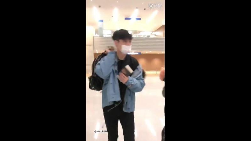 180119 EXO Lay Yixing @ PEK Airport