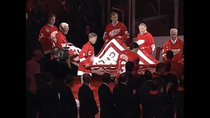 Detroit Red Wings raise the banner winners of the Stanley Cup 2008