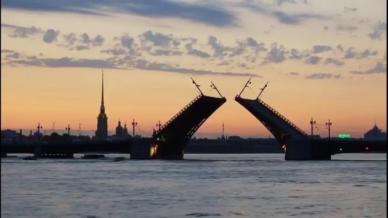 Разводят мосты