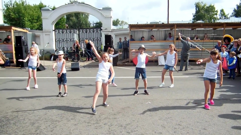 Непохожие танец (dance video) дети отжигают