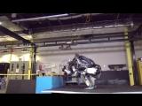 Робот Атлас от Boston Dynamics первым научился делать сальто