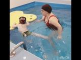 Когда малыши  начинают чувствовать себя как рыбки в воде, то начинаются импровизации: упражнения, кувырки придумывают сами. Ныря