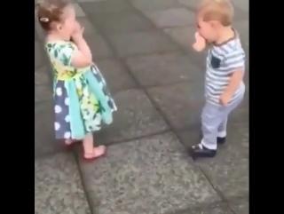 Целоваться - это весело (6 sec)