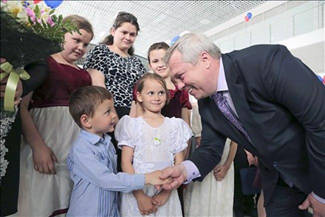 Губернатор Василий Голубев предложил депутатам повысить размер выплат на детей