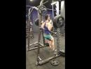 Присед в смите с постановкой ног вперед 140 кг