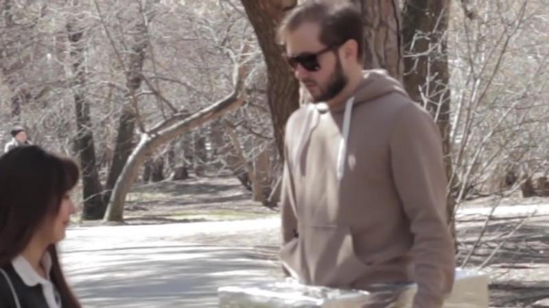 [TheBroadwayShow] ПРАНК-АКЦИЯ ДЕВУШКА В ПАРКЕ ТРОГАЕТ МОЙ ДИСКРИМИНАНТ (18)