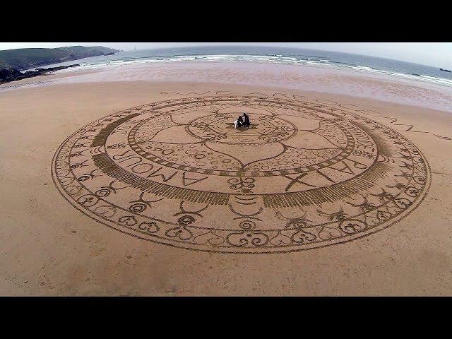 Mandala Effet Mer WE ARE OCEAN sur la plage de la Baie des Trépassés (Beach Sand Art en Cap-Sizun)