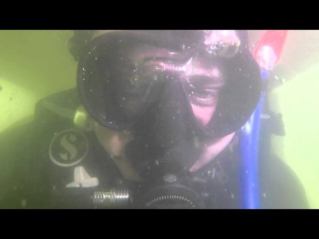 Затонувший экскаватор