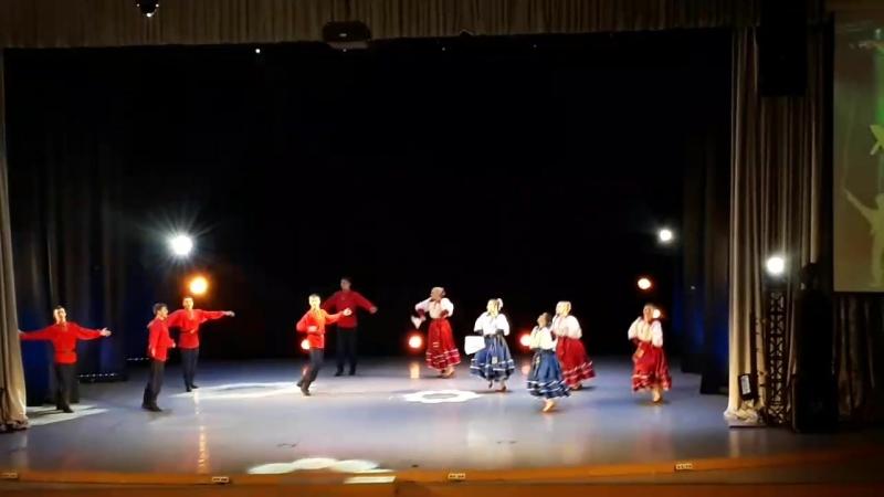 Казачий танец в исполнении ансамбля- Зареница