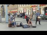 Шаманские тамтамы в центре города-прелесть!)