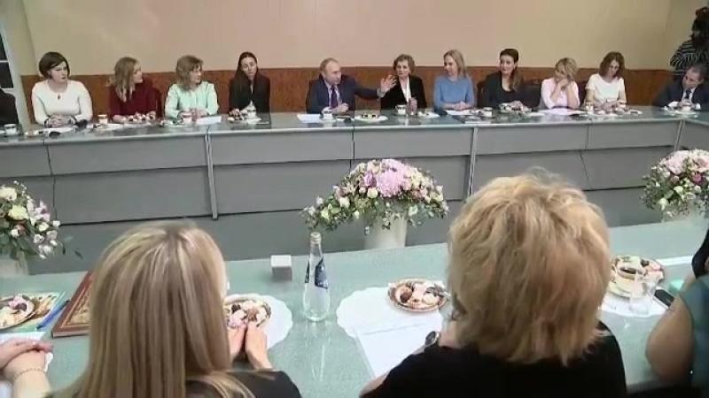 Президент на встрече с женщинами-предпринимателями 7 марта 2018 г (online-video-cutter.com)