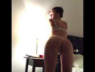 Сексуальная спортивная брюнетка в белье стриптиз на камеру [photo девушка playboy модель model бдсм women чулки hd video porn]