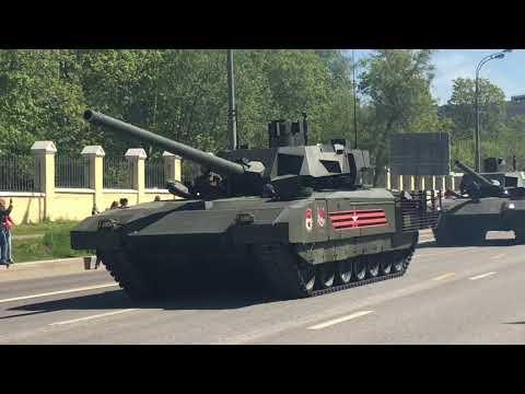 Военная техника едет после парада победы по Звенигородскому шоссе . 73 Годовщина Победы. за кадром