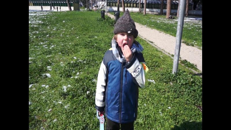единственный нормальный русский ребенок, который ел снег)