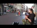 Виртуозная игра уличного гитариста