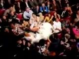 Саша Барон Коэн в образе Бруно сел голым задом на лицо Эминему