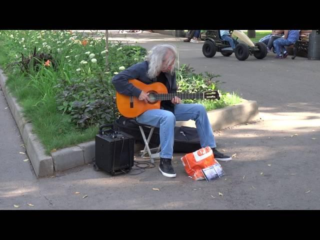 Как же классно он играет Уличный музыкант гитарист