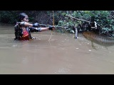 Amazing Girl Uses Bowfishing To Shoot Fish In The River - Khmer Fishing At Siem Reap