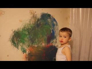 Юный художник! Ангельское терпение у мамы!