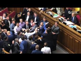 В зале Верховной рады депутат бросил дымовую шашку