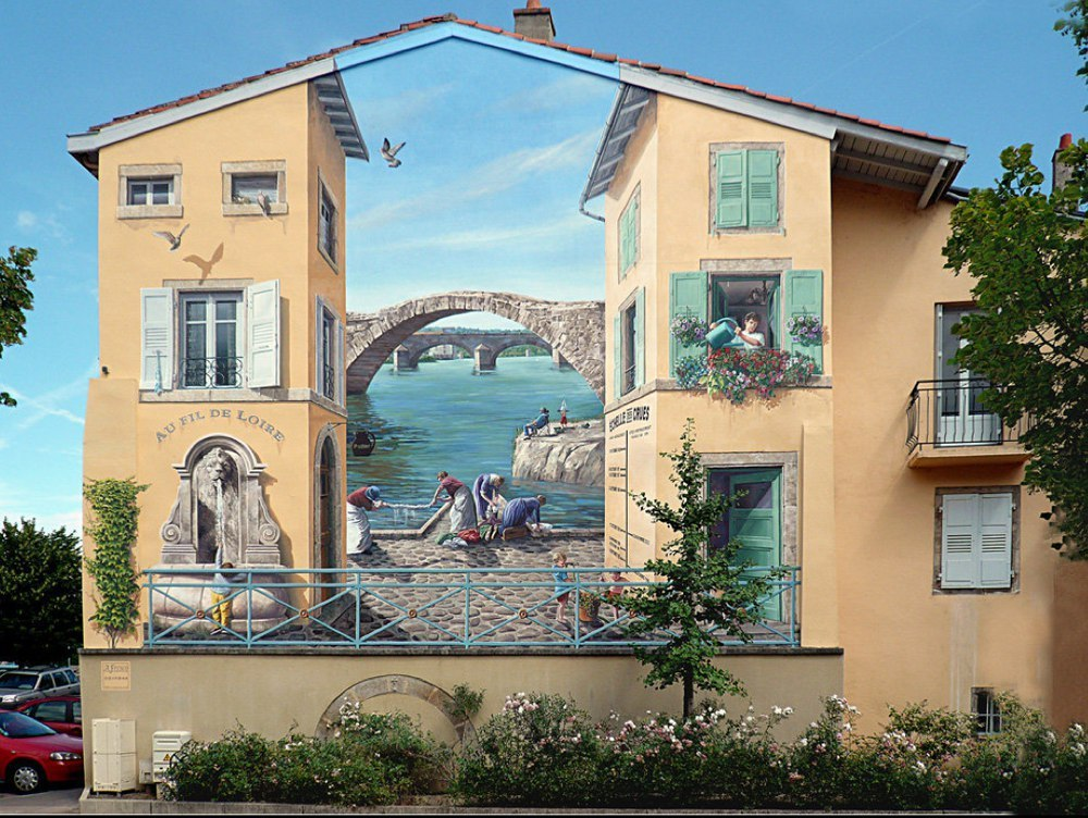 Удивительный рисунок на жилом доме