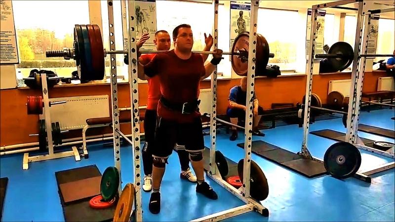 Приседания со штангой 210 кг и жим лежа 140 кг 11.05.2018 года (Сергей Тихомиров)