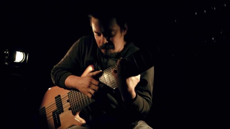 Музыка в дорогу. 12-струнный бас Василия Чернова- 12-string bass guitar Vasily Chernov. Amazing!