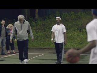 Звезда баскетбола, переодетая в деда