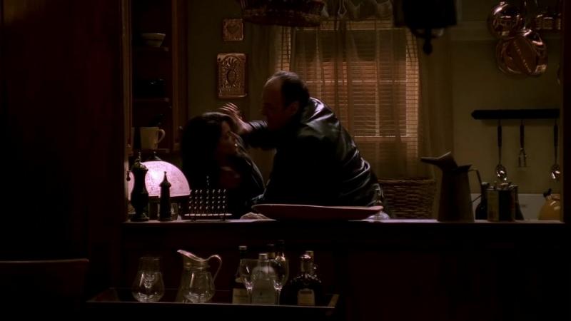 (S03E12)_09 Тони чутка придушил Глорию