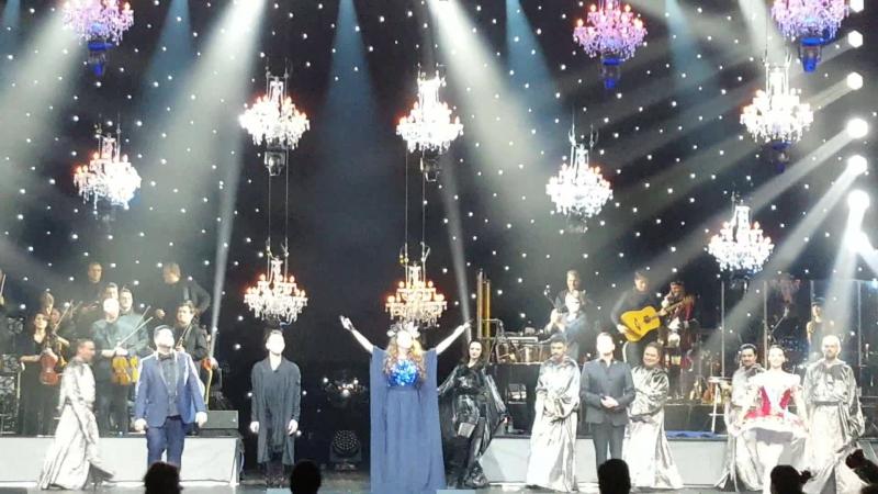 26.11.2017 - Рождественский концерт Royal Christmas Gala Сары Брайтман и Грегориан. Поклоны.