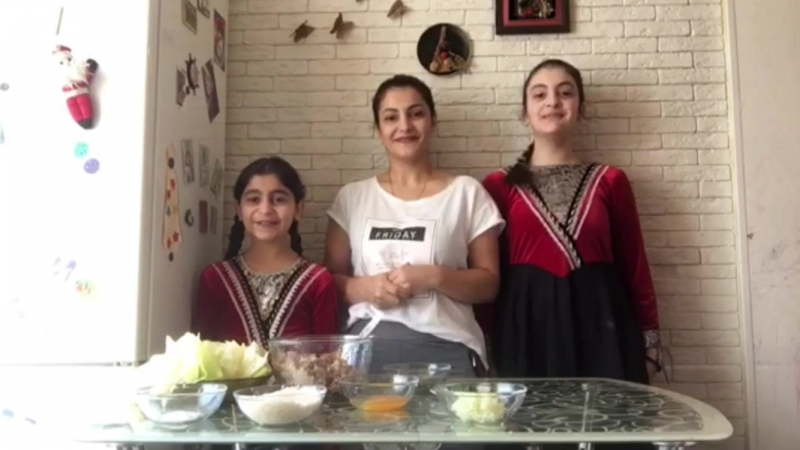Семья Агекян мама Арпина, дочки Ангелина и Ануш. Долма!