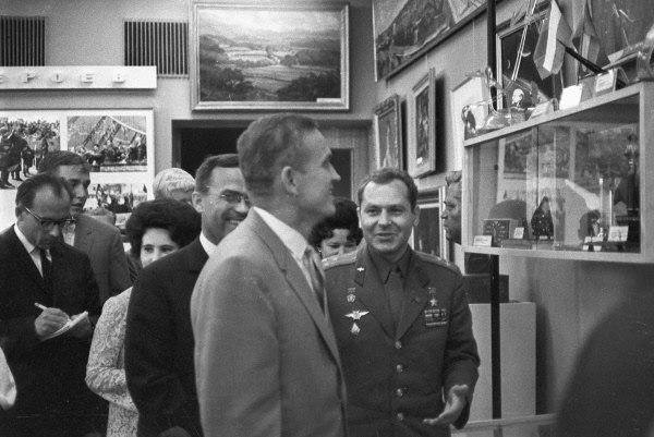 Фрэнк Борман с визитом в Звёздном городке накануне полёта Аполлона-11