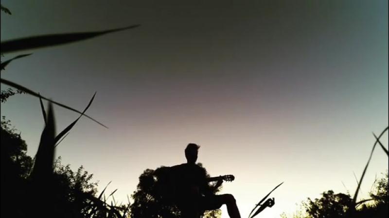 Богдан грає на гітарі)