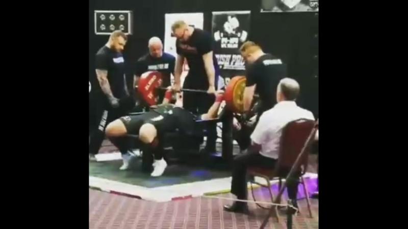 Захир Худояров жим лежа 255 кг