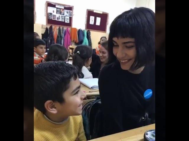 UNICEF İyi Niyet Elçisi oyuncu Tuba Büyüküstün, Kilis'te çocuklarla bir araya geldi.