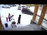 Обрушение снега на ребёнка и мать в Видяево