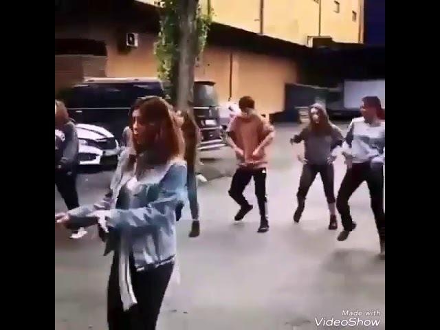 Gökçe Bahadir Sokak ortasinda dans show yapti!