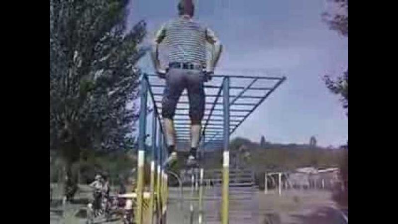 Воркаут Турник брусья сильный парень из Днепропетровска