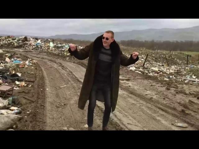 Честер не умер он просто уехал жить в Россию