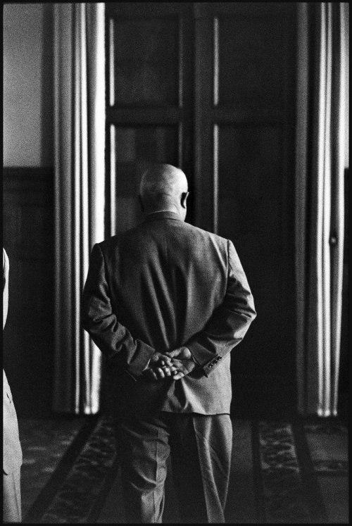 Никита Хрущёв в ожидании прибытия президента США Ричарда Никсона. Москва, СССР, июль 1959 года.