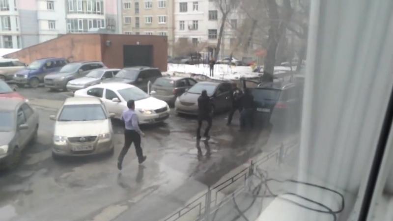 Травмат в Екатеринбурге. Драка водителей