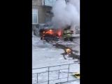 БМВ сгорела у подъезда на 2-ой Хабаровской