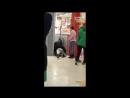 Охранники продуктового заковали в наручники посетителя Челябинск 24 02 18