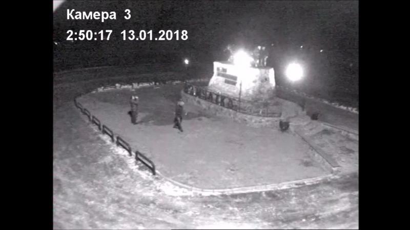 На Камчатке вандалы обломали уши медведице на монументе «Здесь начинается Россия