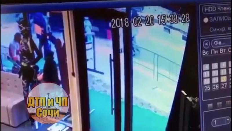 Наезд КамАЗа на людей в Сочи зафиксировали камеры