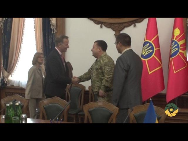 Міністр оборони провів зустріч з канадськими парламентарями
